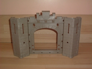 Grand mur avec porte