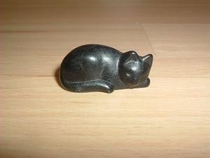 Chat couché noir