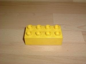 Brique 8 picots jaune