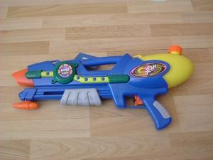 Pistolet à eau bleu