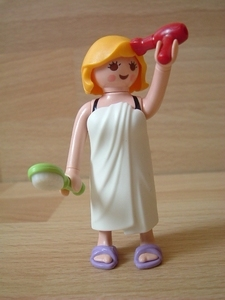 Femme maillot de bain avec serviette