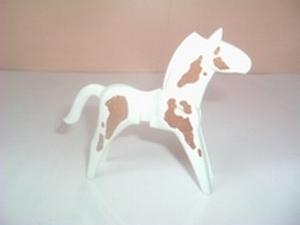 Cheval blanc tâcheté