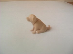Chiot beige assis