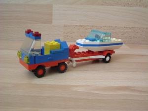 Voiture avec bateau