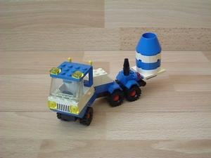 Camion avec fusée