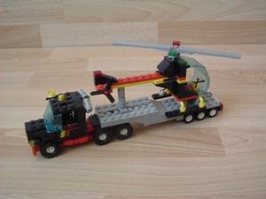 Camion et hélicoptère
