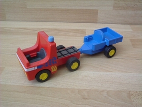 Camion de pompier avec remorque