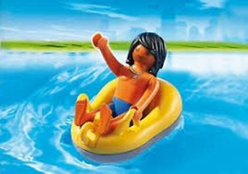 Vacancier et bouée de rafting 6676