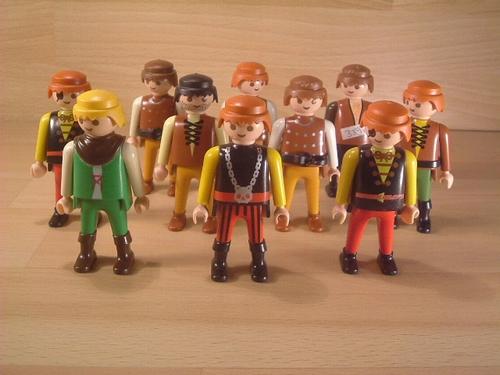 Lot de 10 personnages moyen-age  en l'état