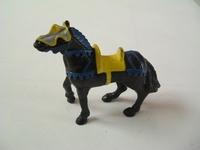 Cheval noir selle jaune