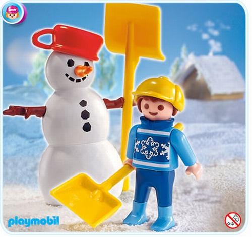 Enfant et bonhomme de neige 4680
