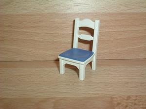 Chaise bleue de cuisine