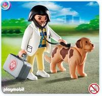 Vétérinaire avec chien 4750