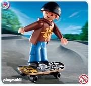 Jeune avec skateboard 4754