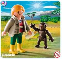 Soigneur avec bébé gorille 4757