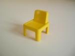 Chaise d'écolier jaune