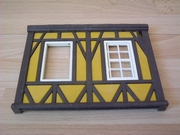 Mur de maison à colombages jaune