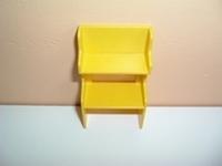 Petit meuble jaune
