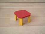 Table bordeau et jaune