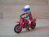 Moto cross avec pilote