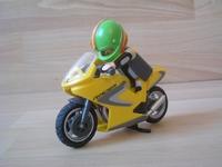 Moto de course avec pilote