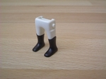 Jambes blanches bottes noires