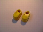 Chaussures jaunes d'astronaute