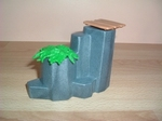 Rocher avec plateau bois et plante verte Neuf