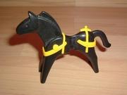 Equipement jaune pour cheval