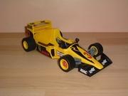 Formule 1 jaune et noire